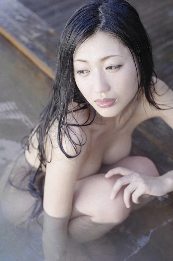 【壇蜜グラビア画像】先月結婚した漫画家の旦那の前でこんなエロい裸体をくねらせてセックスしてるのかなぁ〜w 22
