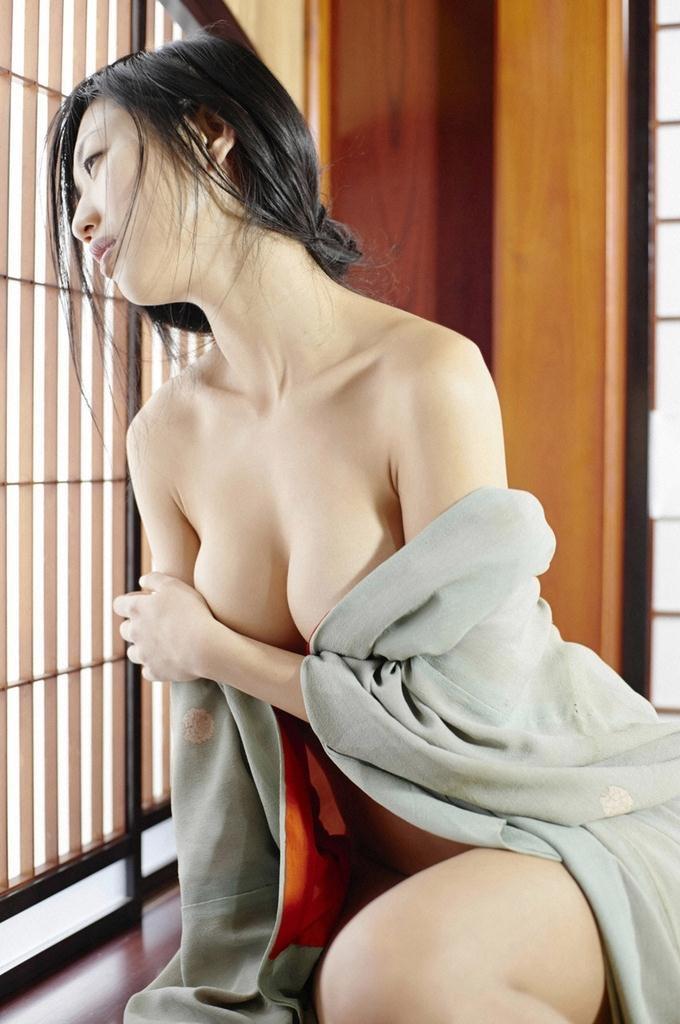【壇蜜グラビア画像】先月結婚した漫画家の旦那の前でこんなエロい裸体をくねらせてセックスしてるのかなぁ〜w 43