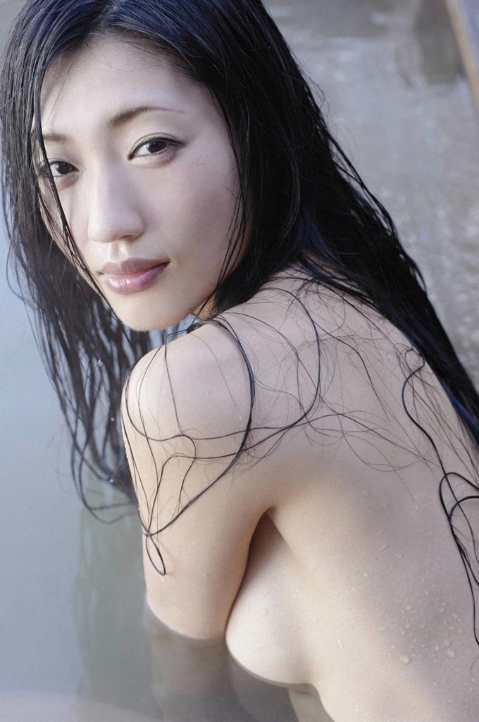 【壇蜜グラビア画像】先月結婚した漫画家の旦那の前でこんなエロい裸体をくねらせてセックスしてるのかなぁ〜w 44