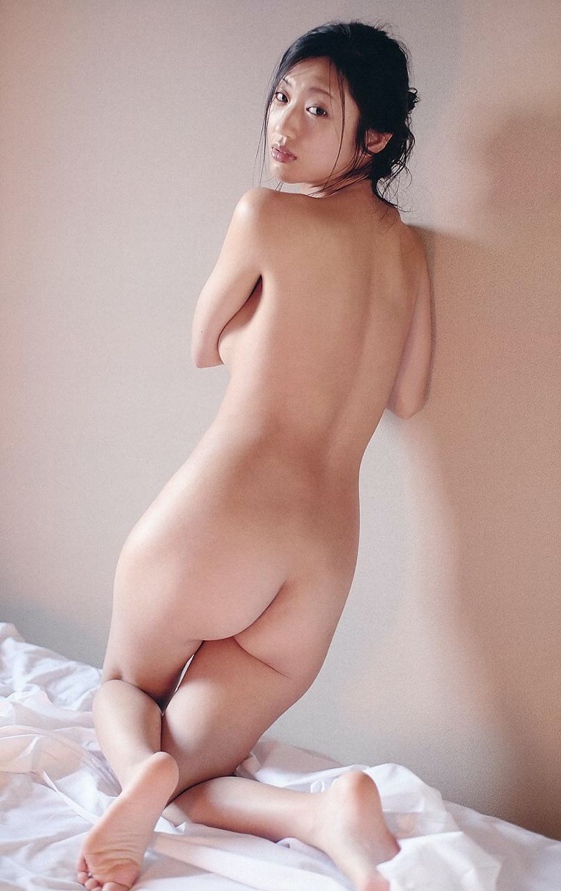 【壇蜜グラビア画像】先月結婚した漫画家の旦那の前でこんなエロい裸体をくねらせてセックスしてるのかなぁ〜w 71