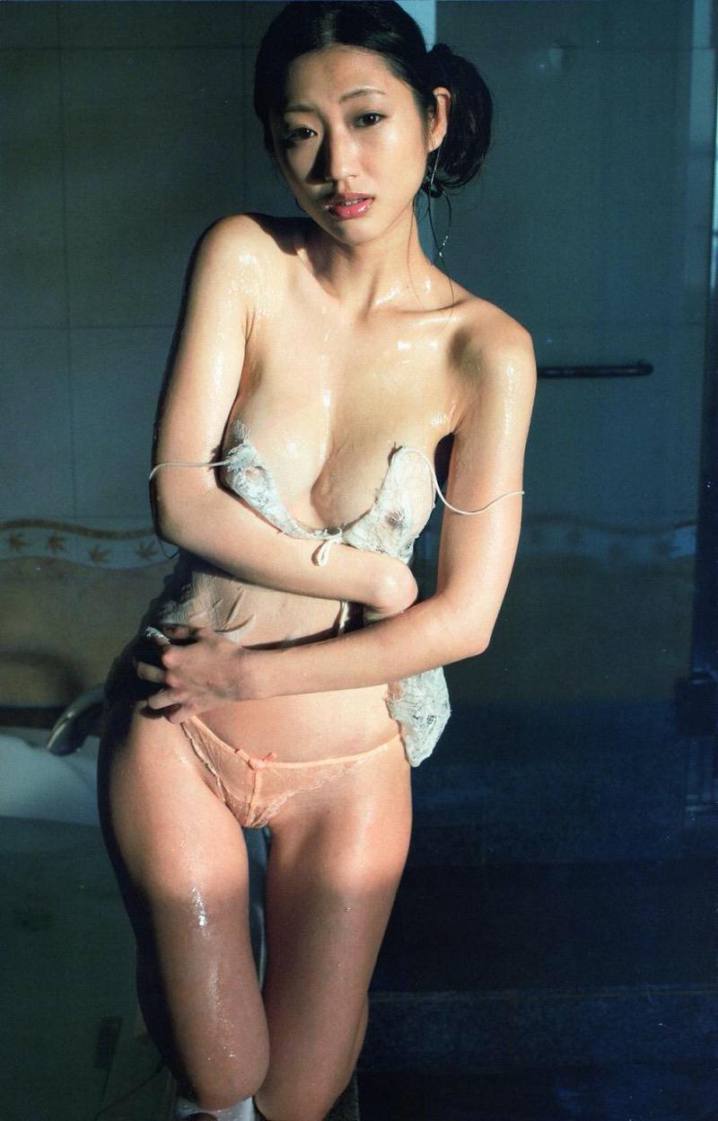 【壇蜜グラビア画像】先月結婚した漫画家の旦那の前でこんなエロい裸体をくねらせてセックスしてるのかなぁ〜w 74