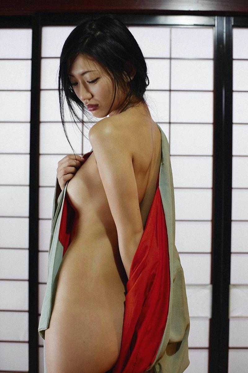 【壇蜜グラビア画像】先月結婚した漫画家の旦那の前でこんなエロい裸体をくねらせてセックスしてるのかなぁ〜w 75