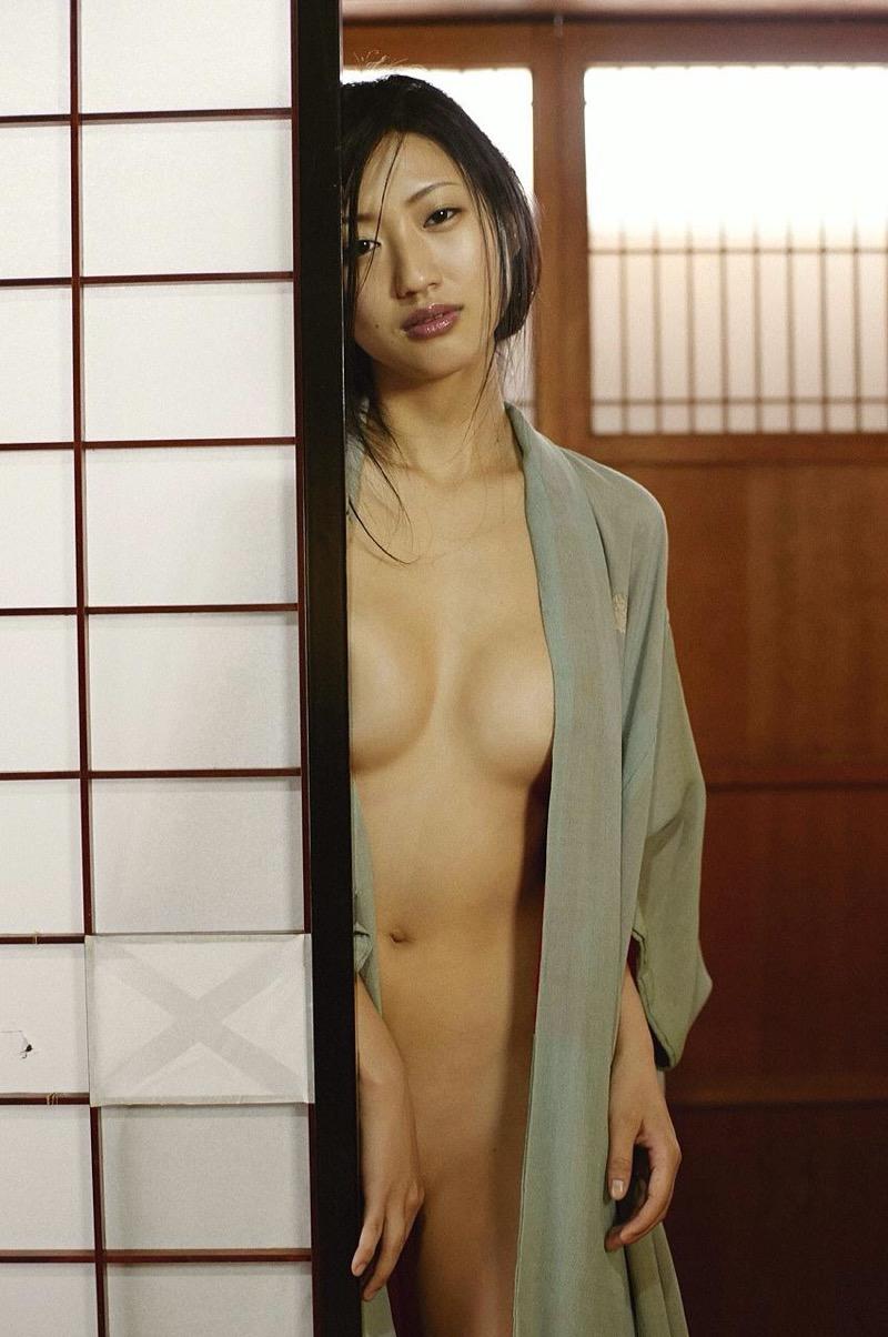 【壇蜜グラビア画像】先月結婚した漫画家の旦那の前でこんなエロい裸体をくねらせてセックスしてるのかなぁ〜w 76