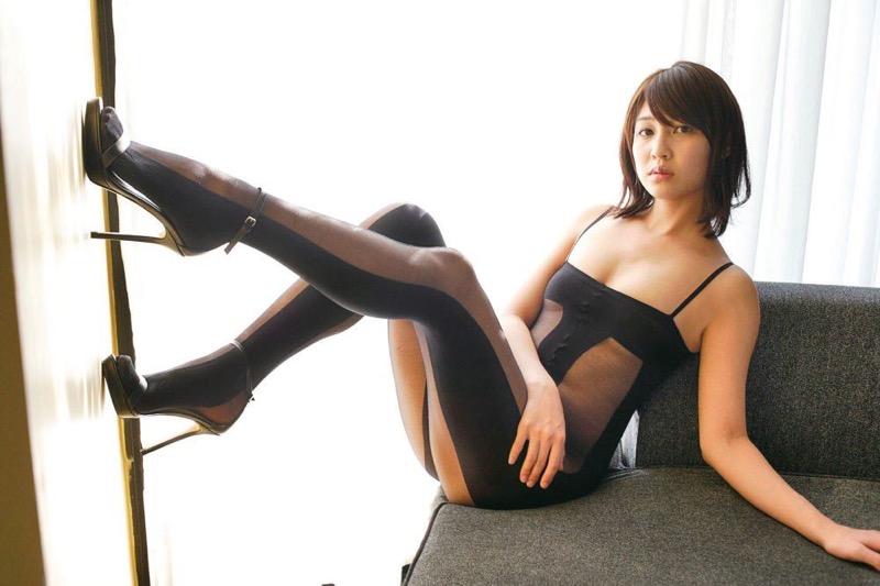 【小柳歩グラビア画像】モデルの様な高身長スレンダーボディがソソるグラドルのちょっとエッチな画像集