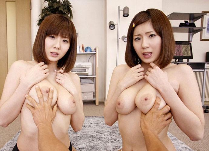 【双子エロ画像】可愛い顔とエッチな身体の双子と3Pしたら超興奮出来そうだけど混乱もしそうだwwww 53