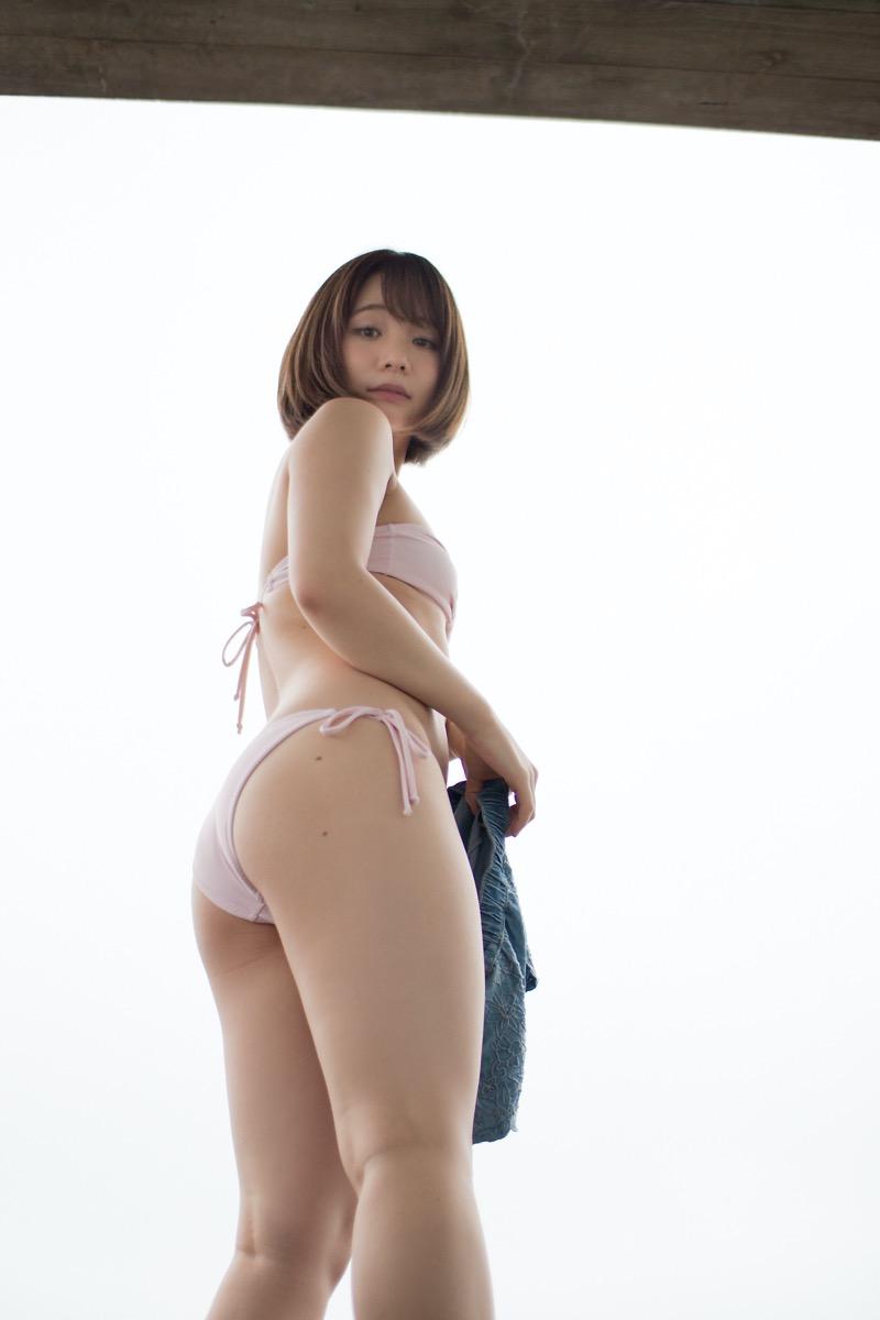 【真奈エロ画像】おっぱいが小さいBカップスレンダーボディでもお尻の大きさがとても魅力的! 10