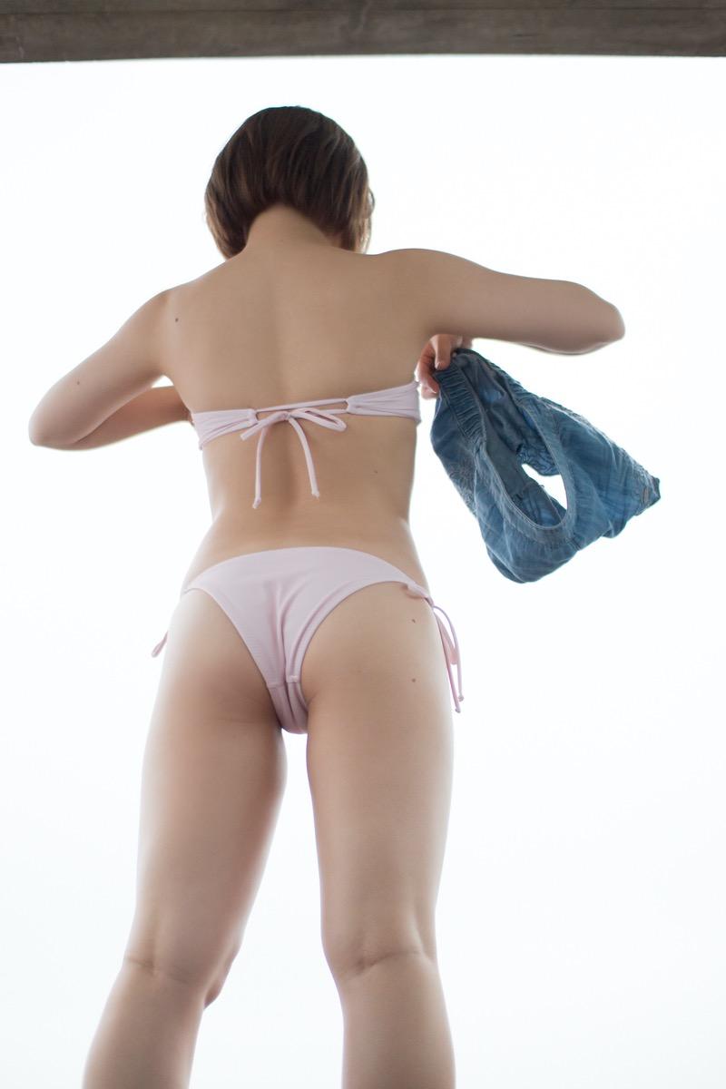 【真奈エロ画像】おっぱいが小さいBカップスレンダーボディでもお尻の大きさがとても魅力的! 11