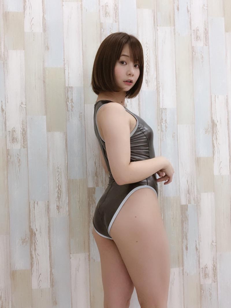 【真奈エロ画像】おっぱいが小さいBカップスレンダーボディでもお尻の大きさがとても魅力的! 15