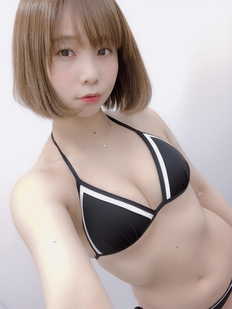 【真奈エロ画像】おっぱいが小さいBカップスレンダーボディでもお尻の大きさがとても魅力的! 17