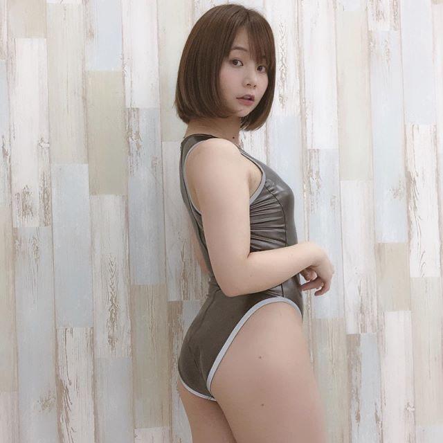 【真奈エロ画像】おっぱいが小さいBカップスレンダーボディでもお尻の大きさがとても魅力的! 45