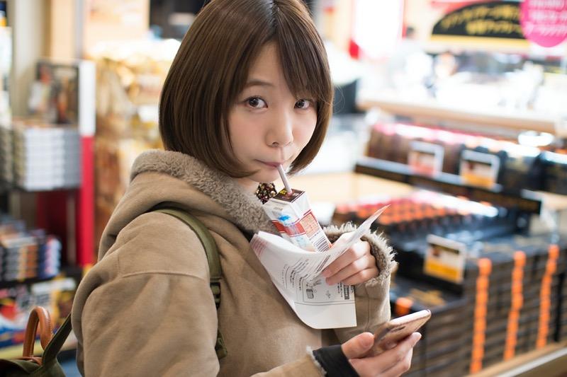 【真奈エロ画像】おっぱいが小さいBカップスレンダーボディでもお尻の大きさがとても魅力的! 55