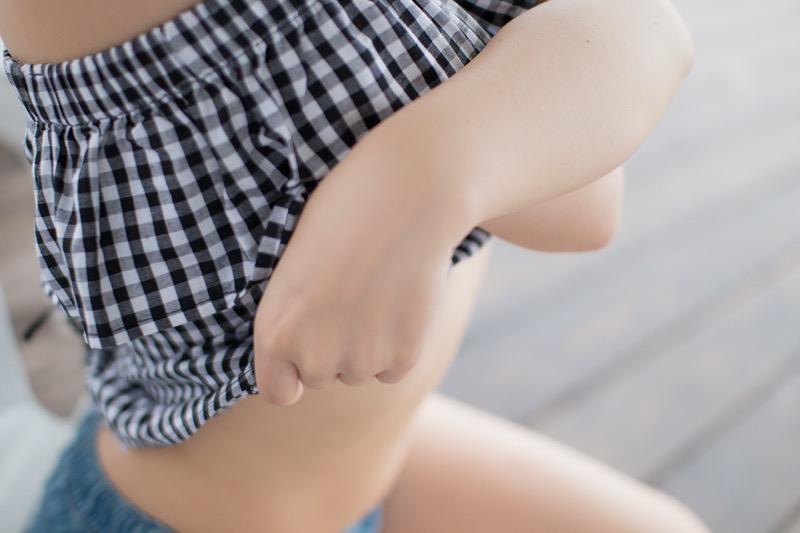 【真奈エロ画像】おっぱいが小さいBカップスレンダーボディでもお尻の大きさがとても魅力的! 69