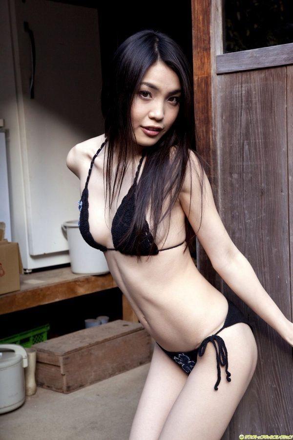 【澤木律沙グラビア画像】ジュリアナで踊っていたエロギャルを思わせるセクシーグラドルの水着姿 42