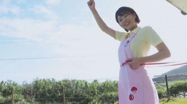 【山本ゆうエロ画像】ビキニからはみ出しそうなHカップ爆乳がめちゃシコ過ぎるショートカットのお姉さん 38