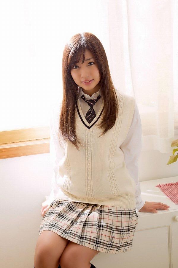 【大貫彩香グラビア画像】JK制服からセクシーランジェリーまで何でも似合っててエロ可愛い! 06