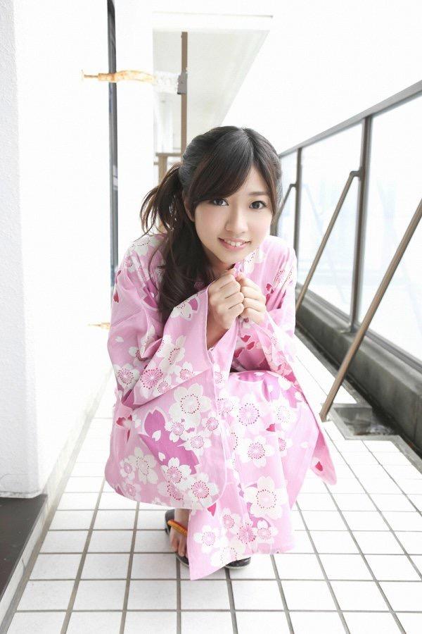 【大貫彩香グラビア画像】JK制服からセクシーランジェリーまで何でも似合っててエロ可愛い! 09