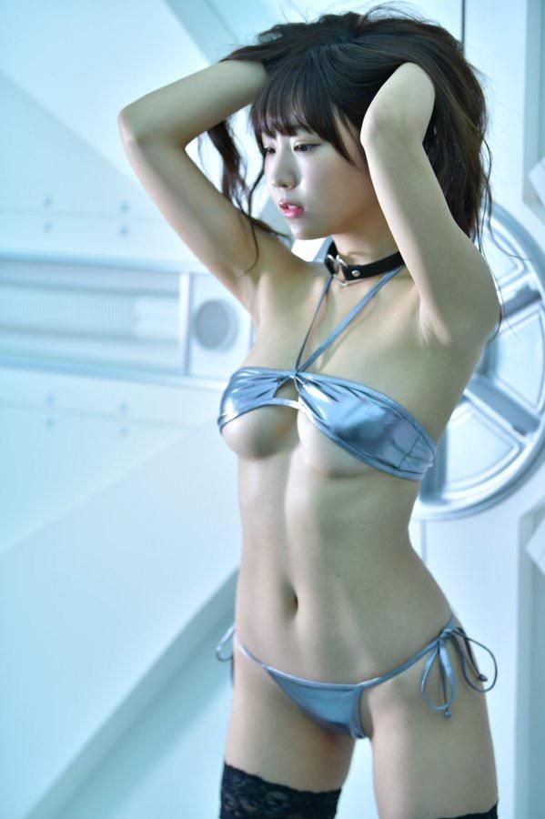 【日向葵衣エロ画像】美乳の新人グラドルが見せたシャツめくりオッパイが即勃起モノのエロさ! 44