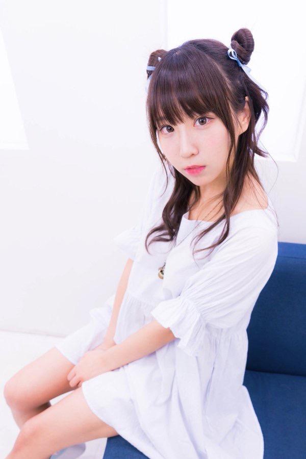 【日向葵衣エロ画像】美乳の新人グラドルが見せたシャツめくりオッパイが即勃起モノのエロさ! 48
