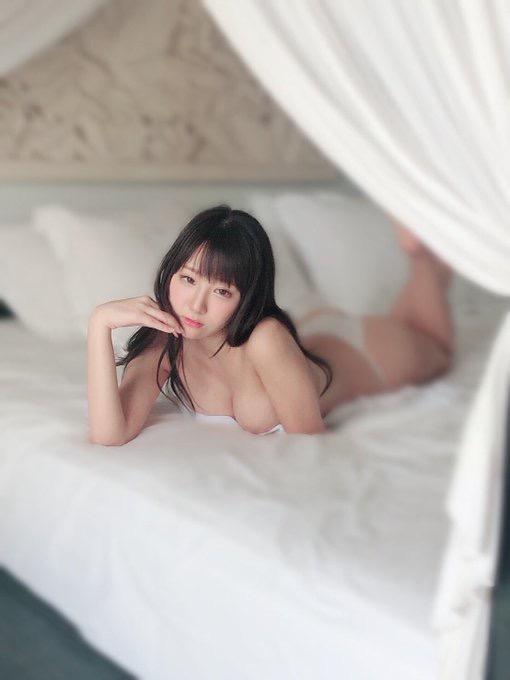 【日向葵衣エロ画像】美乳の新人グラドルが見せたシャツめくりオッパイが即勃起モノのエロさ! 76