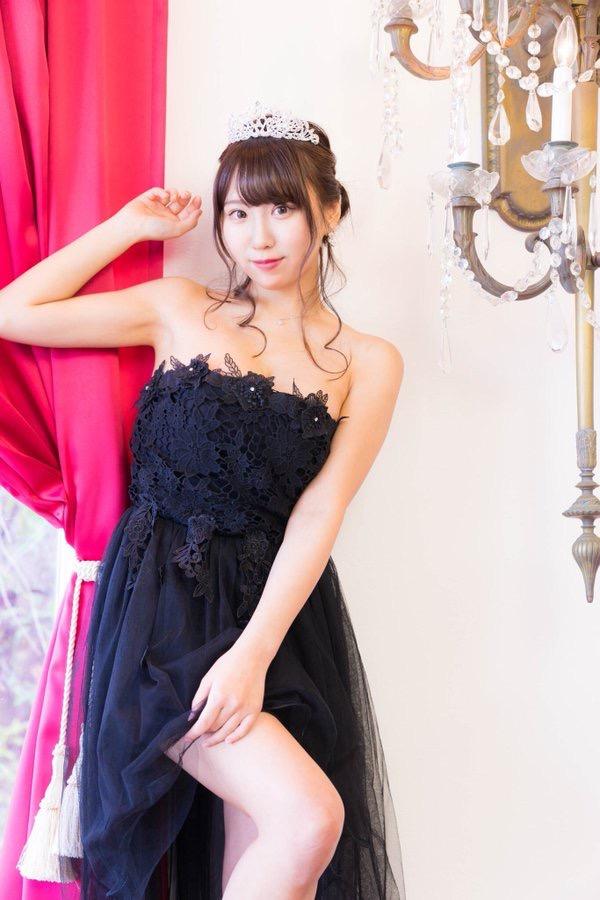 【日向葵衣エロ画像】美乳の新人グラドルが見せたシャツめくりオッパイが即勃起モノのエロさ! 81