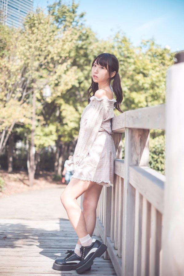 【日向葵衣エロ画像】美乳の新人グラドルが見せたシャツめくりオッパイが即勃起モノのエロさ! 88