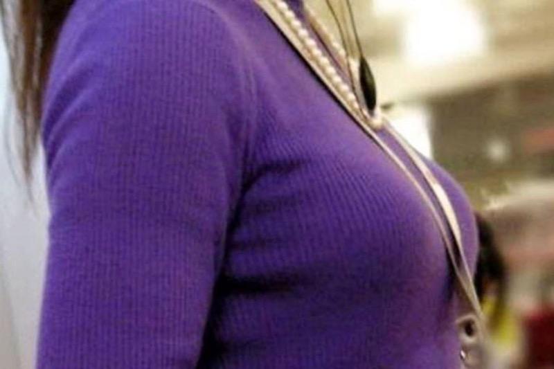 【ニットおっぱい画像】ヘタな全裸よりもよっぽどエロいニットセーター越しの大きな胸の膨らみwwww 04