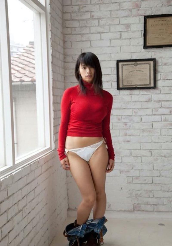 【ニットおっぱい画像】ヘタな全裸よりもよっぽどエロいニットセーター越しの大きな胸の膨らみwwww 45
