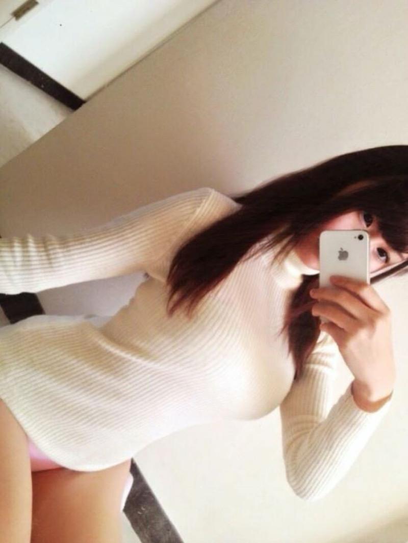 【ニットおっぱい画像】ヘタな全裸よりもよっぽどエロいニットセーター越しの大きな胸の膨らみwwww 54