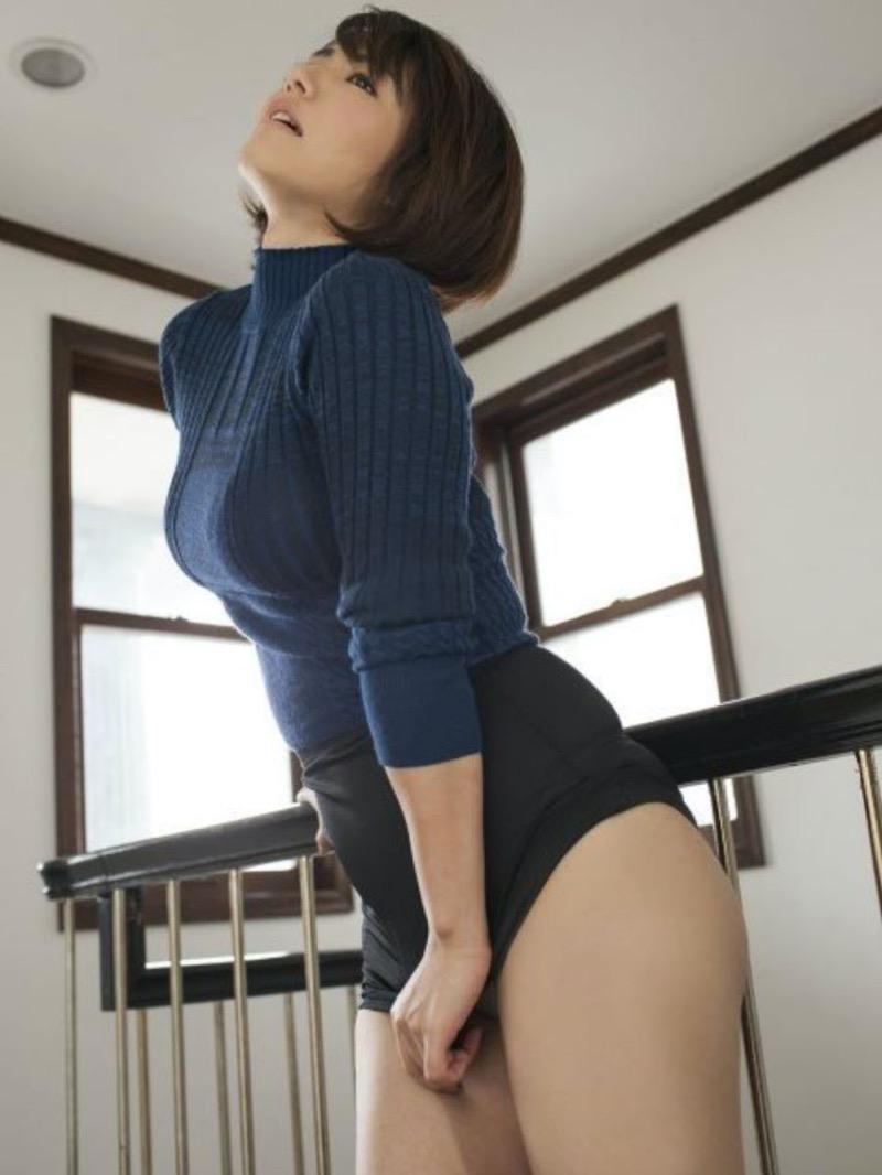 【ニットおっぱい画像】ヘタな全裸よりもよっぽどエロいニットセーター越しの大きな胸の膨らみwwww 56