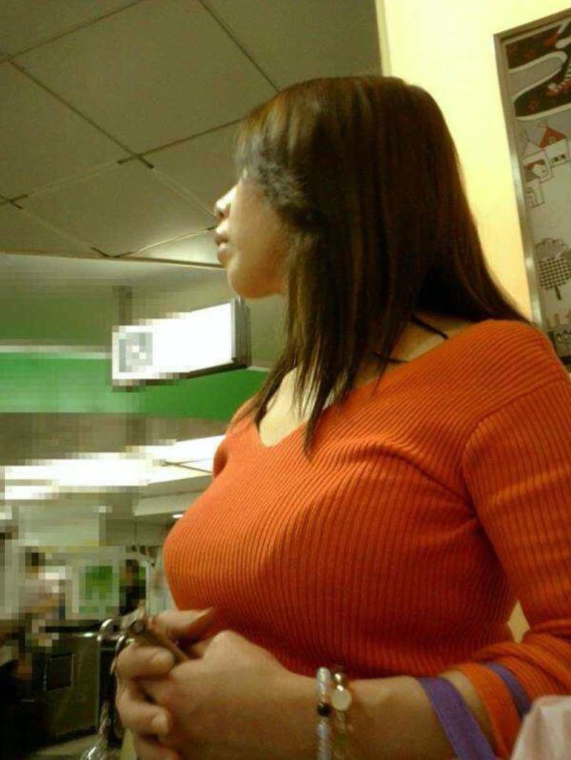 【ニットおっぱい画像】ヘタな全裸よりもよっぽどエロいニットセーター越しの大きな胸の膨らみwwww 70