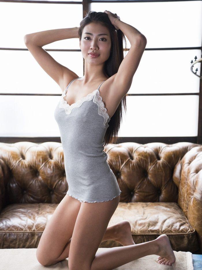 【青山めぐグラビア画像】会社勤めのOLからスカウトでレースクイーンへ転身したセクシースレンダー美女 44