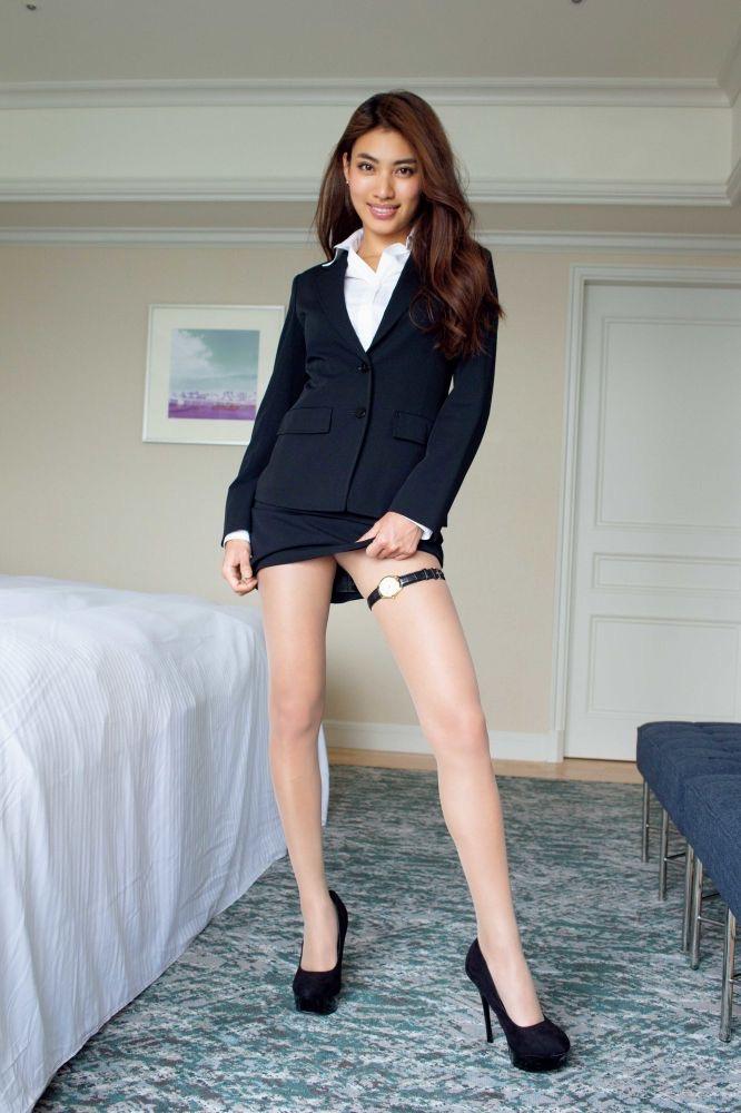 【青山めぐグラビア画像】会社勤めのOLからスカウトでレースクイーンへ転身したセクシースレンダー美女 72