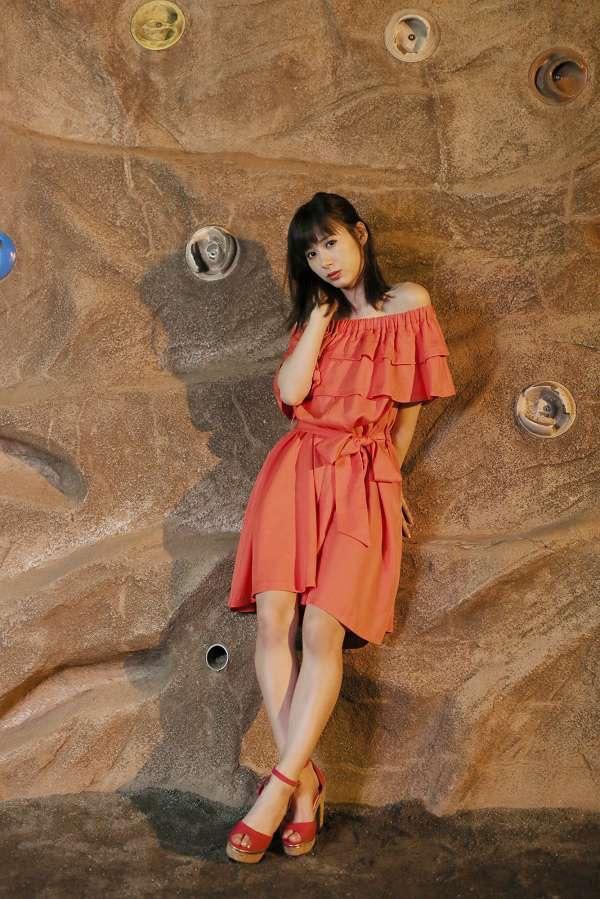 【生田衣梨奈グラビア画像】ビキニ水着からチャイナドレスまで着こなすセクシー可愛いモー娘アイドル 25
