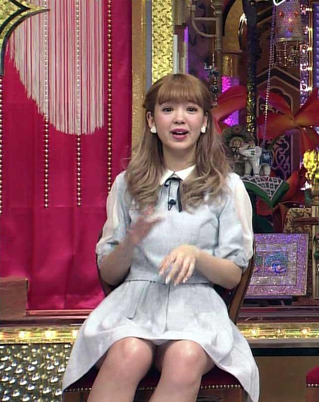 【藤田ニコルキャプ画像】可愛らしいファッションモデルにこるんのちょっとエッチなテレビ出演シーンw 68