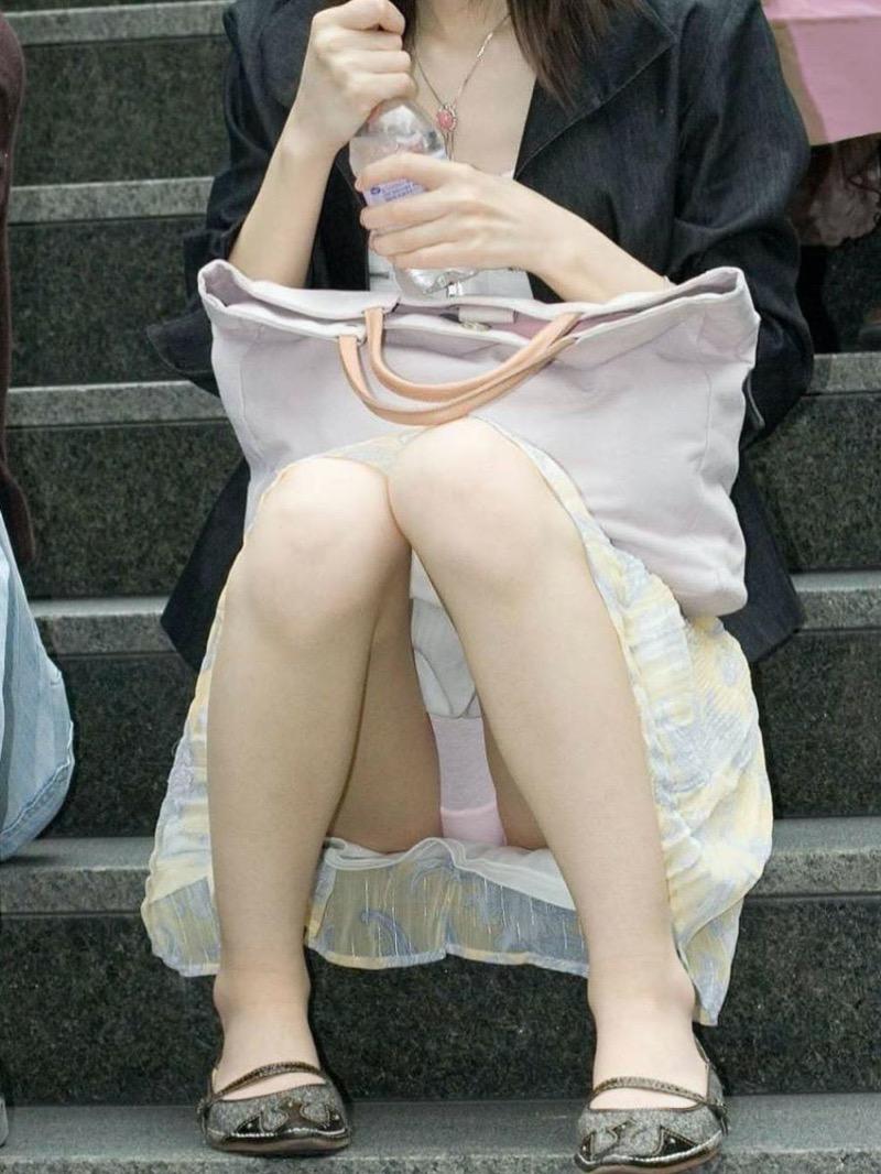【パンチラ盗撮画像】他の事に気を取られていてミニスカパンチラを撮られてしまった素人娘 10