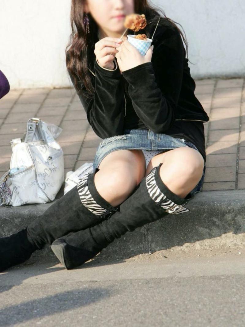 【パンチラ盗撮画像】他の事に気を取られていてミニスカパンチラを撮られてしまった素人娘 21