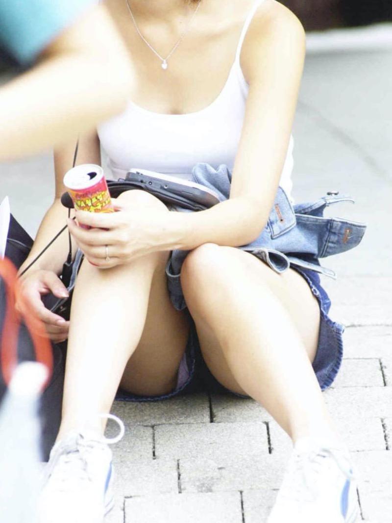【パンチラ盗撮画像】他の事に気を取られていてミニスカパンチラを撮られてしまった素人娘 34