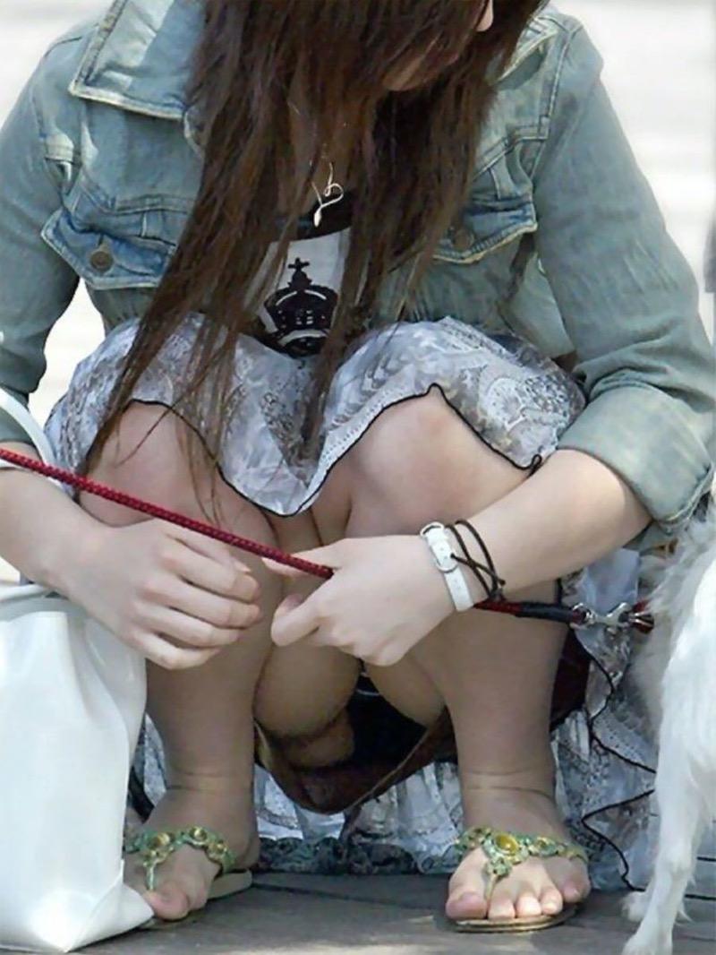 【パンチラ盗撮画像】他の事に気を取られていてミニスカパンチラを撮られてしまった素人娘 48