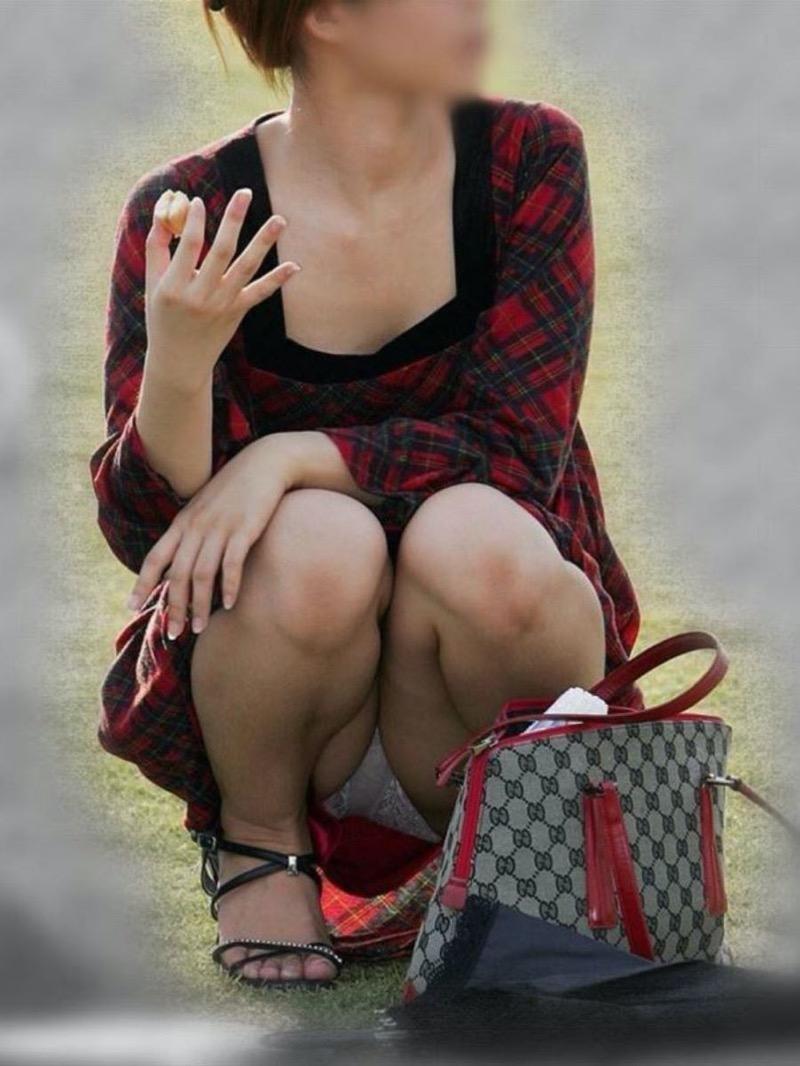 【パンチラ盗撮画像】他の事に気を取られていてミニスカパンチラを撮られてしまった素人娘 54
