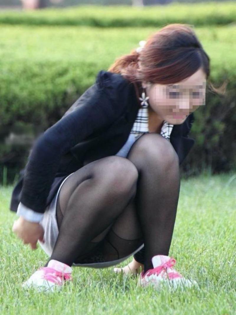 【パンチラ盗撮画像】他の事に気を取られていてミニスカパンチラを撮られてしまった素人娘 55
