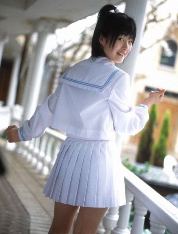 【嗣永桃子グラビア画像】ぶりっ子キャラでもアイドルとしてのプロ根性は人一倍凄みがあった童顔美少女 14