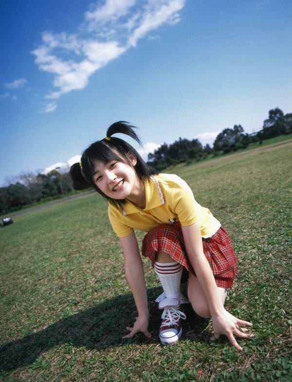 【嗣永桃子グラビア画像】ぶりっ子キャラでもアイドルとしてのプロ根性は人一倍凄みがあった童顔美少女 16