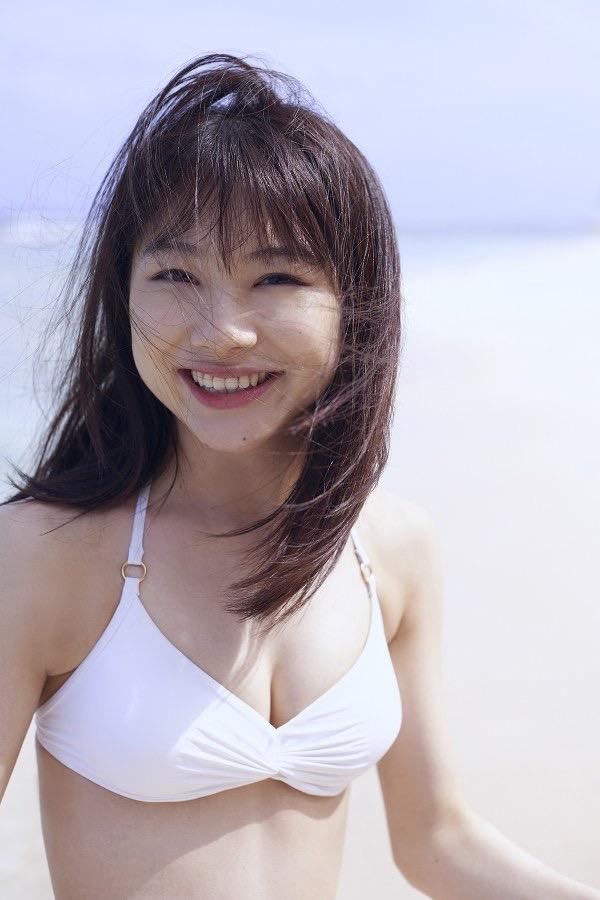 【石田亜佑美グラビア画像】爽やかな笑顔とエッチなクビレボディが魅力的なアイドルのビキニ姿がエロ過ぎた 07
