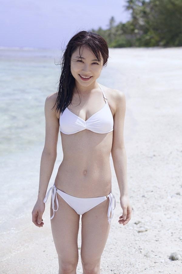 【石田亜佑美グラビア画像】爽やかな笑顔とエッチなクビレボディが魅力的なアイドルのビキニ姿がエロ過ぎた 08