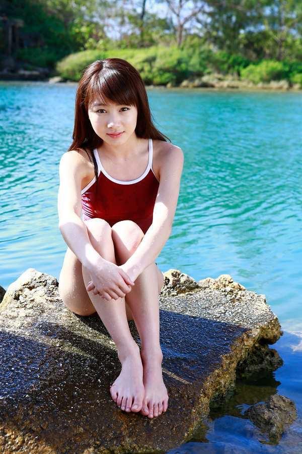 【石田亜佑美グラビア画像】爽やかな笑顔とエッチなクビレボディが魅力的なアイドルのビキニ姿がエロ過ぎた 38