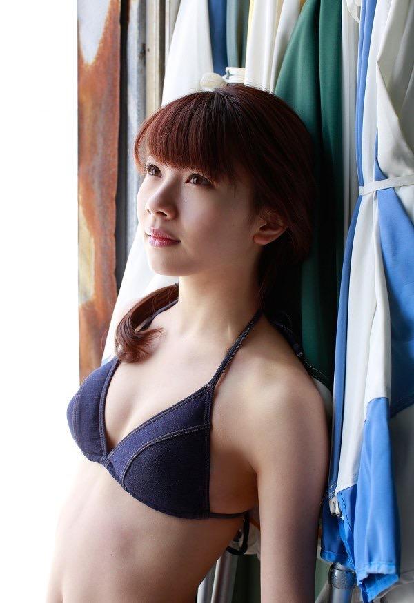 【石田亜佑美グラビア画像】爽やかな笑顔とエッチなクビレボディが魅力的なアイドルのビキニ姿がエロ過ぎた 79