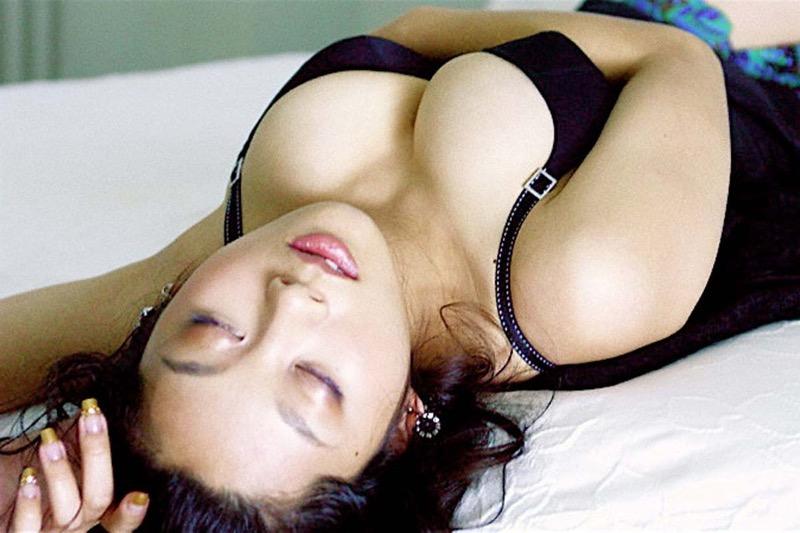 【小池栄子お宝画像】かつて人気を博したFカップ巨乳美人グラビアアイドルが復活を諦めたらしいw