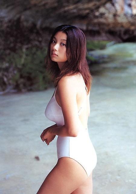 【小池栄子お宝画像】かつて人気を博したFカップ巨乳美人グラビアアイドルが復活を諦めたらしいw 08