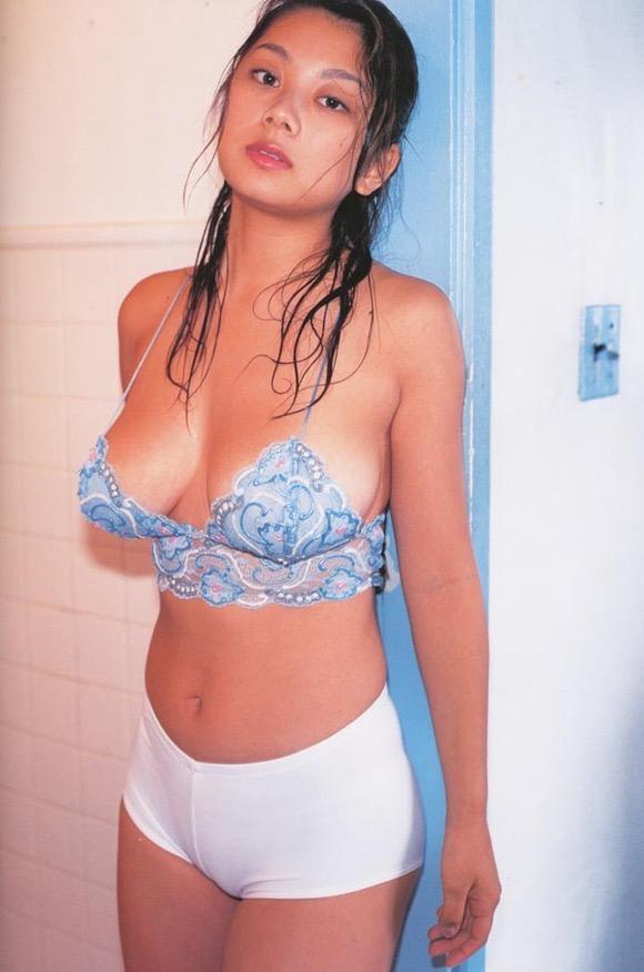 【小池栄子お宝画像】かつて人気を博したFカップ巨乳美人グラビアアイドルが復活を諦めたらしいw 21