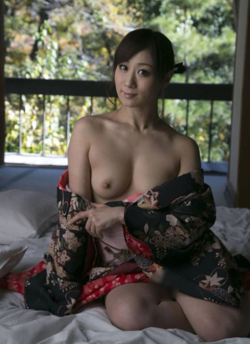【着物エロ画像】成人式の後は振り袖のまま着衣セックスしてオトナになっちゃうのかなぁwwww 45